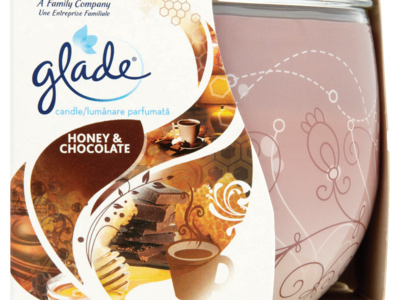 Glade Honey   Chocolate Candle 120g